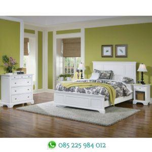 set tempat tidur putih